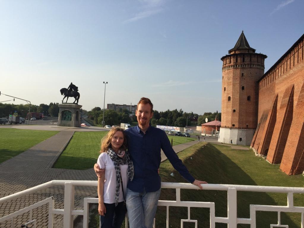 около памятника князю Дмитрию Донскому